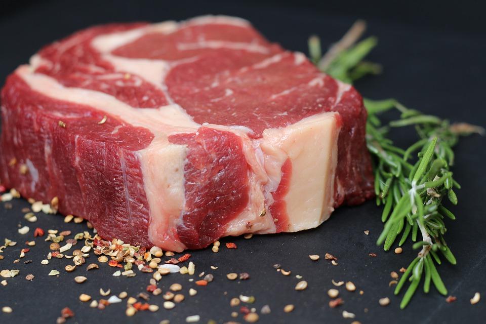 Raudona mėsa ir pienas yra naudingi sveikatai