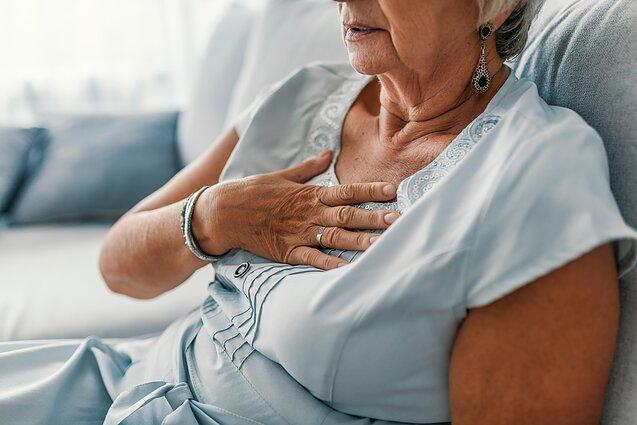 hipertenzija vienkartinė gerklės kosulys galite atlikti kaklo masažą nuo hipertenzijos