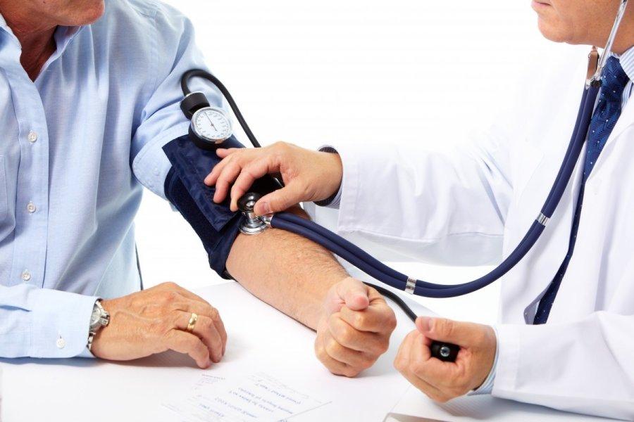 hipertenzijos insultas