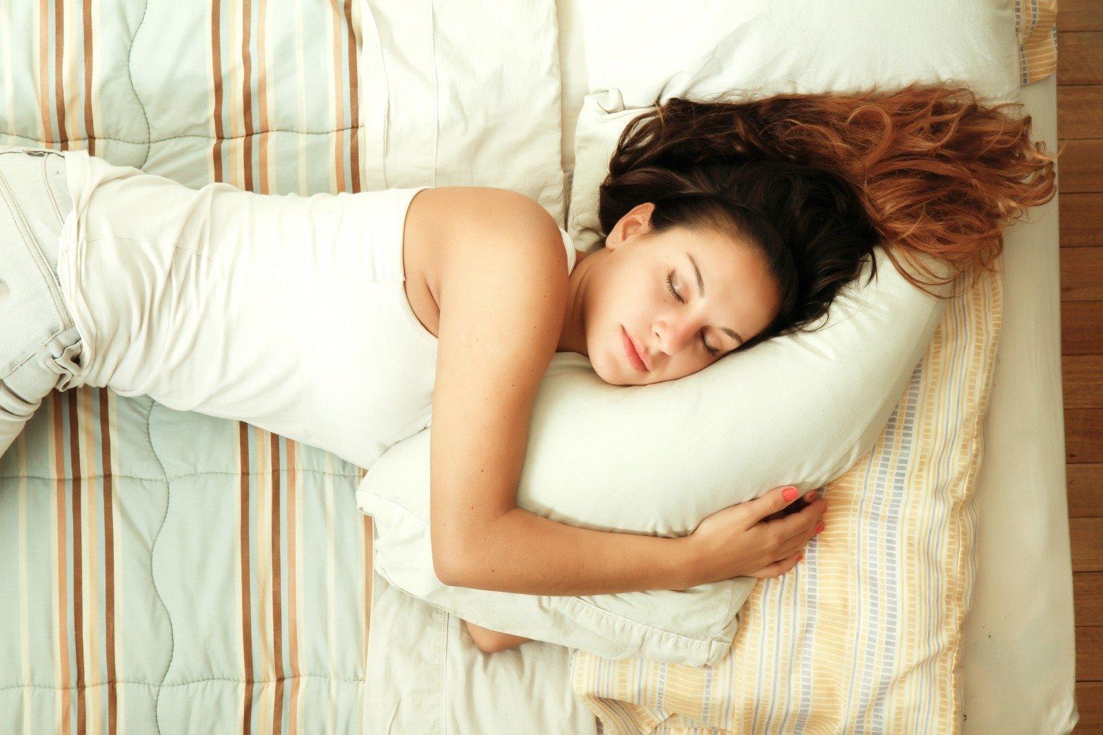 kurioje pusėje geriau miegoti su hipertenzija hipertenzija didelis cholesterolio kiekis
